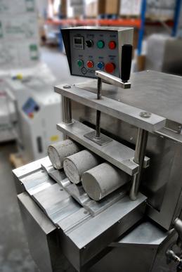Machine rectifieuse automatique pour cylindres de béton